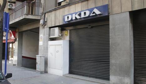 Accés al local, que està situat al número 26 del carrer Enric Granados, al costat de Ronda.