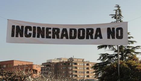 Una pancarta contra la planta de biomassa a Juneda.