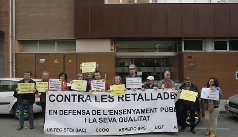 Una protesta ante la sede de Enseñanza en Lleida.