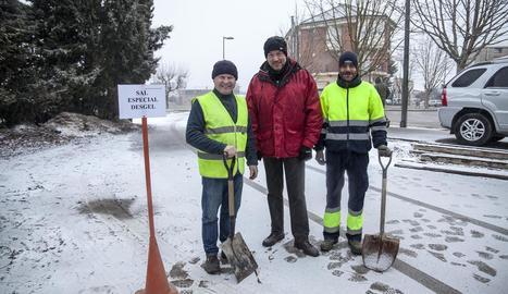 La neu complica el trànsit al Pirineu i arriba a l'Urgell