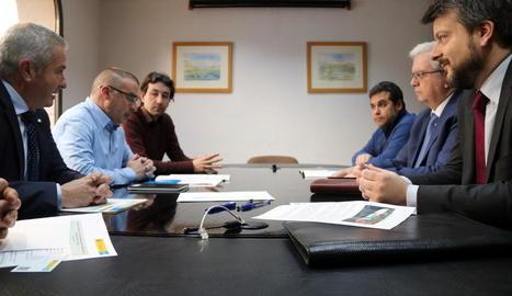 Moment de la reunió entre l'ajuntament i Acuamed.
