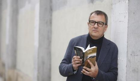 Vallbona va parlar ahir a Lleida de l'última novel·la, 'Tros'.