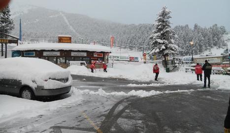 Les recents precipitacions han deixat 30 centímetres de neu nova a Port del Comte.
