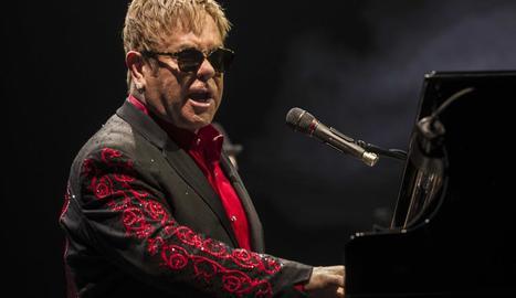 El cantant Elton John es va mostrar molt il·lusionat amb la proposta.