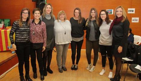 Jennifer Pareja amb la resta de participants de la taula redona 'Dona i Esport' de Dona Balàfia.