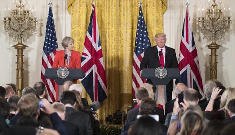 Un moment de la roda de premsa entre Theresa May i Donald Trump a Washington.