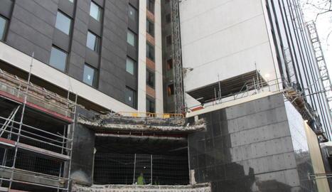 Imatge del lloc on es va produir l'accident del muntacàrregues de l'hotel.