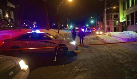 La Policia del Quebec vigila davant del centre atacat.