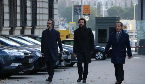 Oleguer Pujol, al costat dels seus advocats, abans de declarar davant l'Audiència el 12 de gener passat.