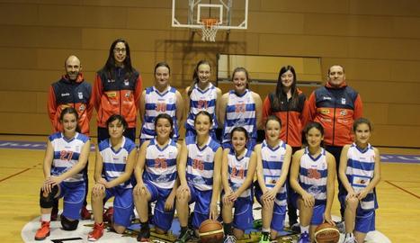 L'equip al complet i els tècnics que aniran a la Mini Copa que es disputarà a Girona.