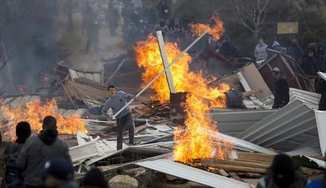Colons bloquegen l'entrada a l'assentament jueu.