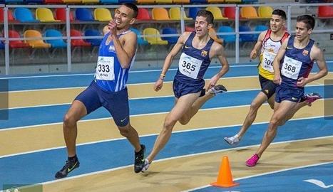 Abdelmounim El Joukh, al capdavant de la prova de 1.500 metres.