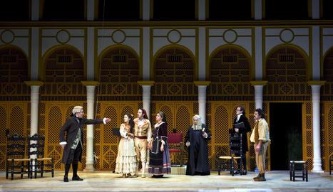 L'actor lleidatà Eduard Muntada, primer per la dreta, a 'Les noces de Fígaro' el novembre passat al Teatre Lliure de Barcelona.