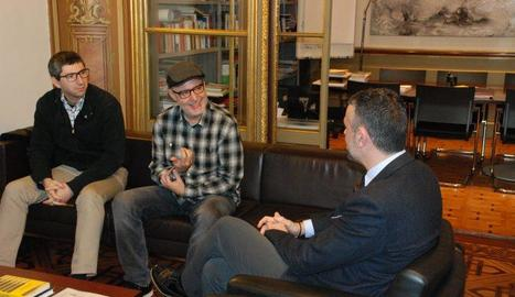 El conseller de Cultura, Santi Vila, va rebre ahir el director del curt 'Timecode'.