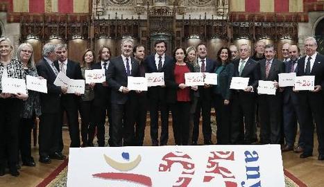 Foto de família a l'ajuntament de l'acte commemoratiu del 25è aniversari de Barcelona'92.
