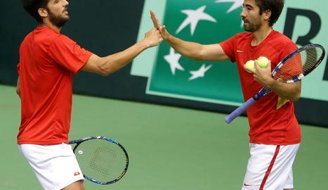 Espanya perd el dobles a la Davis i queda contra les cordes