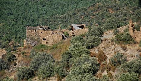El nucli abandonat de Llirt, a les Valls de Valira.
