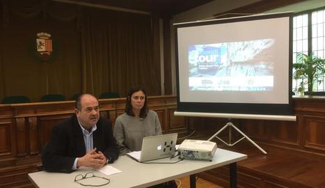 Juan Antonio Serrano i Edurne Pasaban, ahir a la presentació.