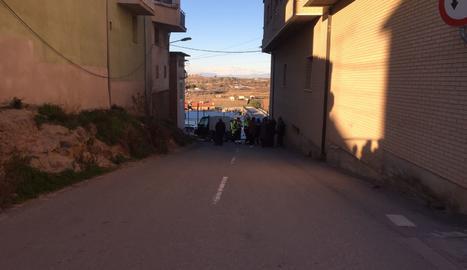 Agents dels Mossos d'Esquadra al lloc on s'ha produït l'atropellament mortal.