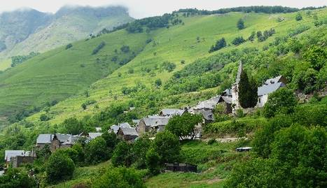 Imatge d'arxiu de veïns al nucli recuperat de Solanell, a l'Alt Urgell.