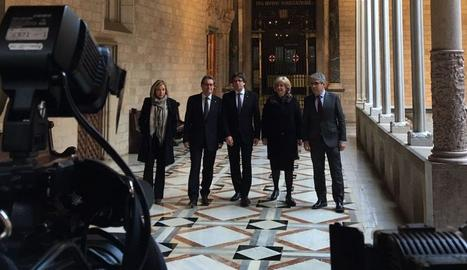 El president Carles Puigdemont i la consellera Neus Munté han rebut Artur Mas, Joana Ortega, Irene Rigau i Francesc Homs.
