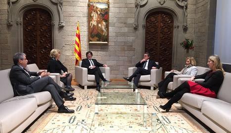 El presidente Carles Puigdemont y la consellera Neus Munté han recibido a Artur Mas, Joana Ortega, Irene Rigau y Francesc Homs.