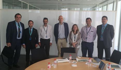 Membres del Govèrn i representants de Telefónica, a Vielha.