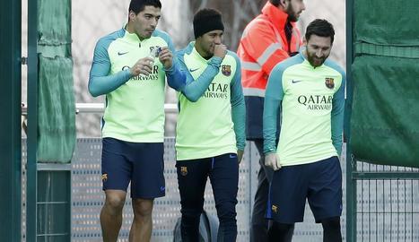 Luis Suárez, Neymar i Messi, ahir durant l'entrenament.