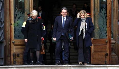 Irene Rigau, Artur Mas i Joana Ortega a la sortida del Palau de la Justícia.
