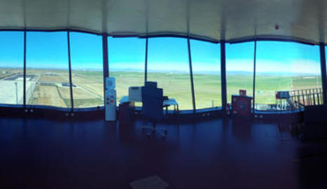 La torre de control, octogonal, en una imatge en línia de 360º.
