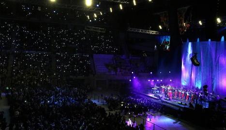 Un moment del concert ahir a la nit que va omplir per complet el Palau Sant Jordi de Barcelona.