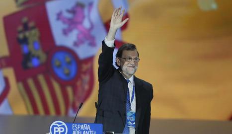 Mariano Rajoy va començar ahir el discurs final del congrés del PP davant una gran bandera espanyola.