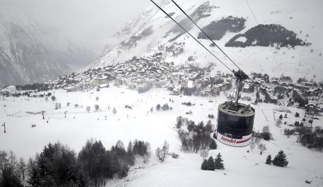 Imatge d'arxiu d'una estació d'esquí als Alps.