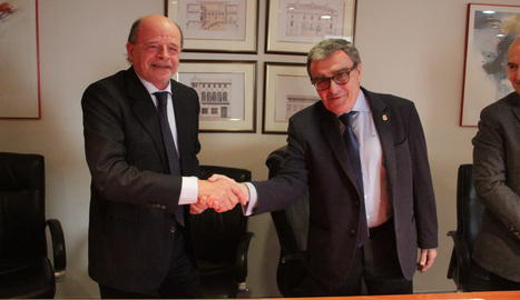 L'alcalde de Lleida, Àngel Ros, i el tresorer de la UECBV, José Friguls, han signat el conveni aquest dimarts a Lleida.