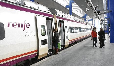 Un Avant a l'estació de Lleida.