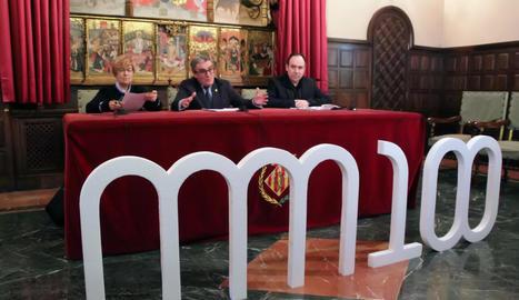 Parra, Ros i Navarro, ahir a la Paeria presentant els actes i el logo del centenari del Museu Morera que se celebra aquest 2017.