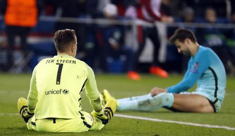 Ter Stegen, que va salvar el Barça d'un parell de gols a la primera meitat, al costat de Piqué, la imatge de l'abatiment del conjunt blaugrana.