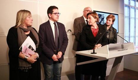 La lleidatana Ramona Barrufet i Carme Forcadell, amb els altres membres de la Mesa.