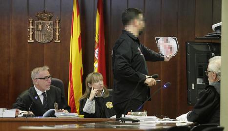 La testimoni no es va reconèixer en aquesta foto ahir en el judici.
