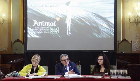 La regidora de Cultura, Montse Parra; l'alcalde de Lleida, Àngel Ros, i la directora d'Animac, Carolina López, ahir, a la presentació.