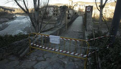 El pont penjant de vianants del Pont de Montanyana estarà tancat indefinidament.