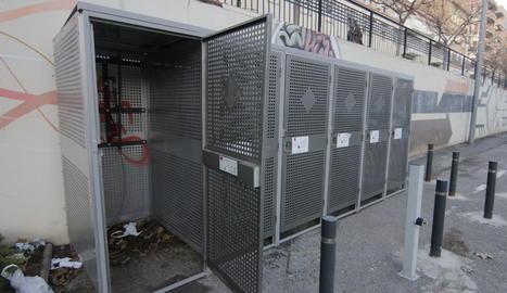 Les 'gàbies' per evitar robatoris de bicicletes encara no funcionen