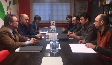 Representants d'Unió de Pagesos i Afrucat en la reunió .