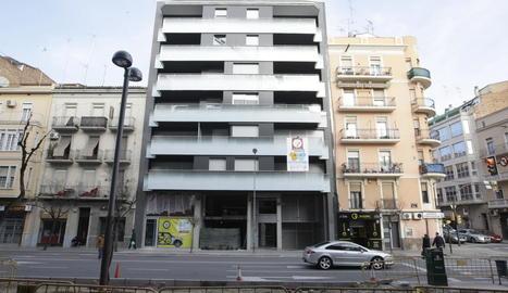 Una promoció de pisos de nova construcció a la venda.
