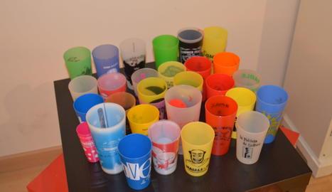 Col·lecció de vasos de plàstic reutilitzables de diversos concerts, Festes Majors o festes.