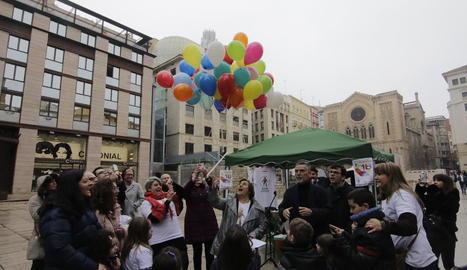 Les famílies van celebrar ahir un matí d'activitats a la plaça Sant Joan.
