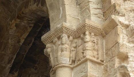 Capitells de l'antiga església de Sant Miquel, a Camarasa