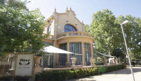 Imatge de l'edifici, quan encara funcionava com a discoteca.