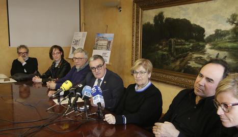 L'alcalde, Àngel Ros, va informar ahir de la concessió de la subvenció, amb regidors, el delegat de Cultura i el director del museu.