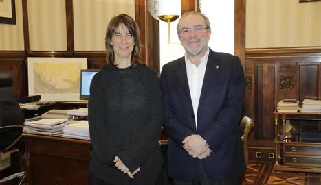 La cantant Lídia Pujol i el president de la Diputació, Joan Reñé.